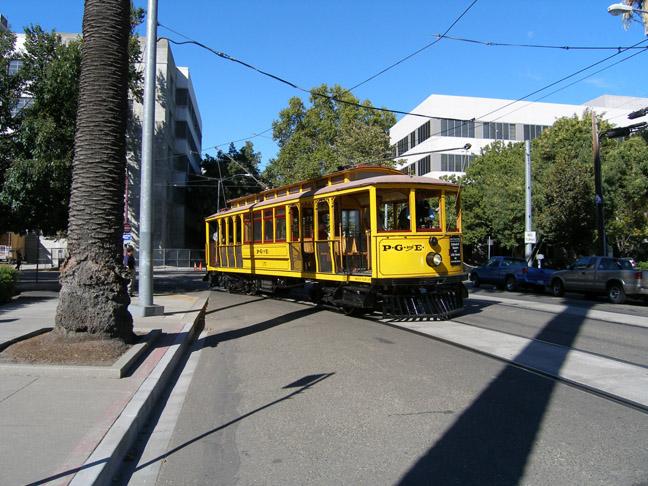 http://www.railwaypreservation.com/vintagetrolley/Car_35_en_route_sm.JPG