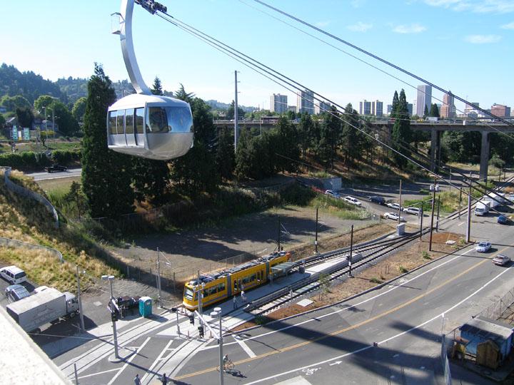 Portland_Streetcar_707_17_tram_overhead.JPG